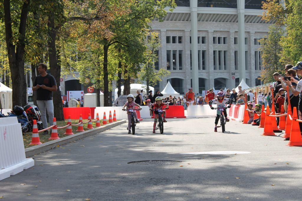 Велогонка детей в «Лужниках». Фото: Дарья Бруданова