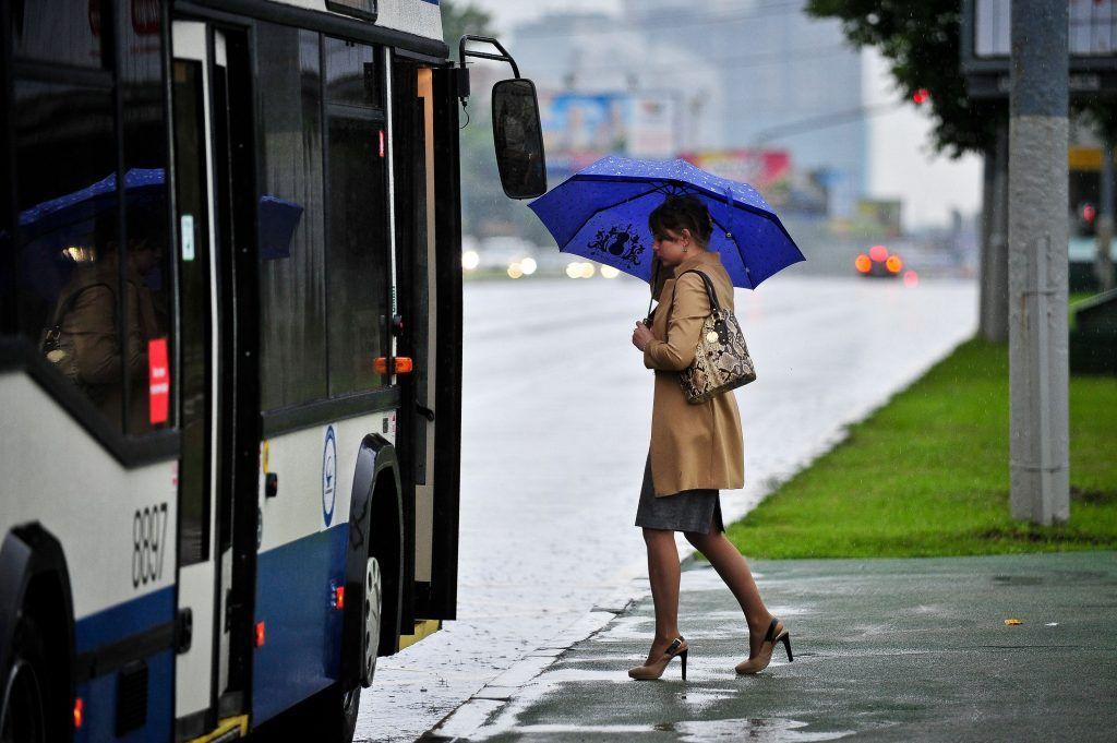 Москвичам пообещали минимальное атмосферное давление в среду