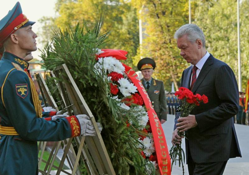 Собянин возложил цветы к Могиле Неизвестного солдата