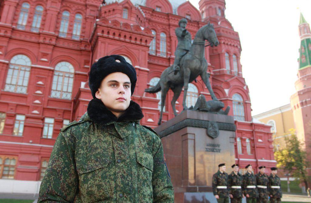 День призывника состоялся в Александровском саду. Фото: Наталия Нечаева, «Вечерняя Москва»