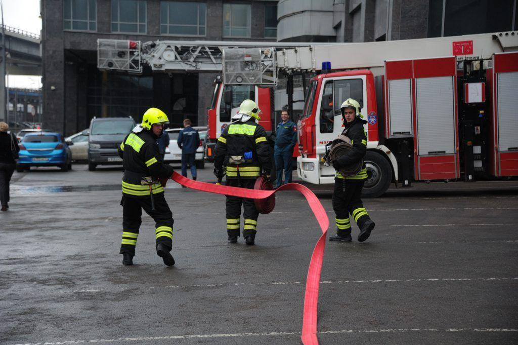 Более 20 человек спасли из пожара в московской многоэтажке