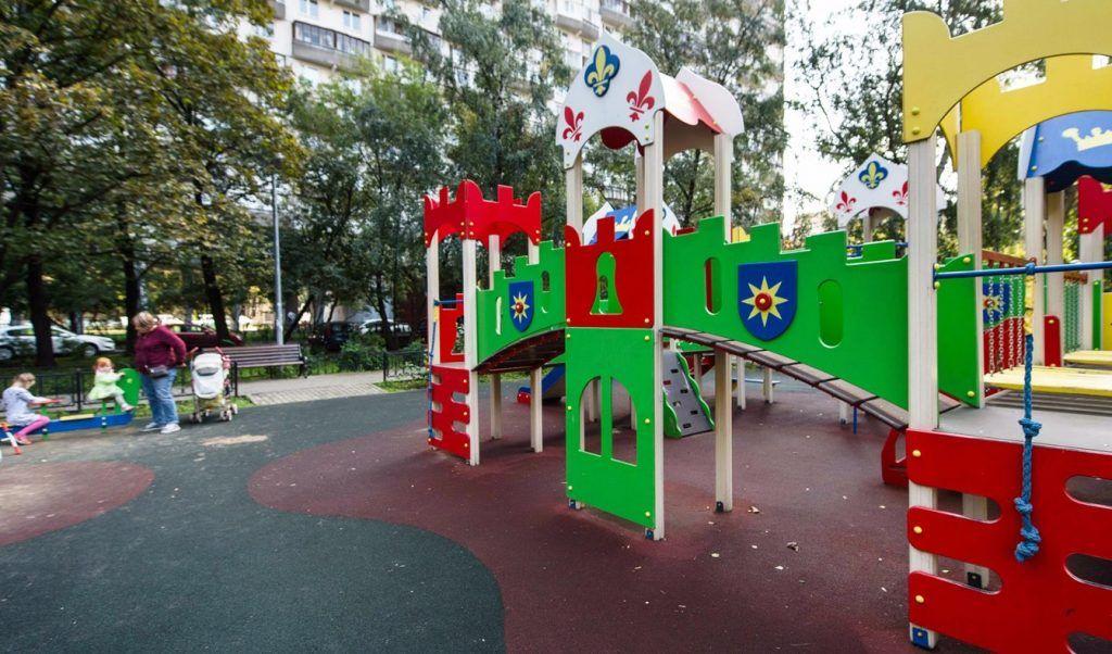Благоустройство двора в Большом Рогожском переулке скоро завершат