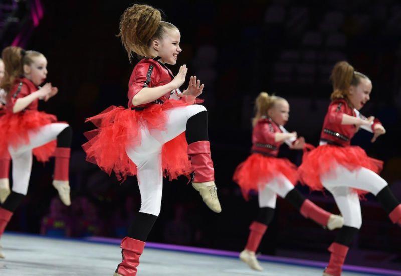 Юные спортсменки танцуют акробатический рок-н-ролл. Фото: официальный сайт мэра Москвы