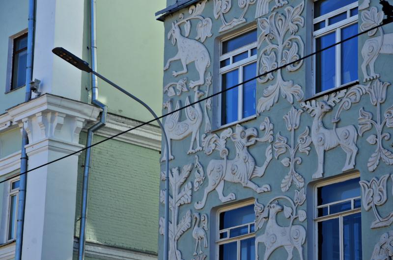 Абстрактный рисунок закрасят на фасаде дома в центре Москвы