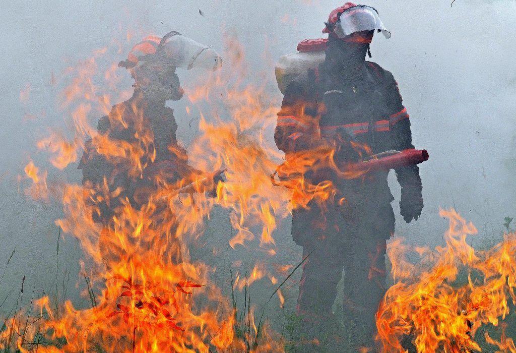 Тушение 700-метрового пожара началось на Комсомольской площади в центре Москвы