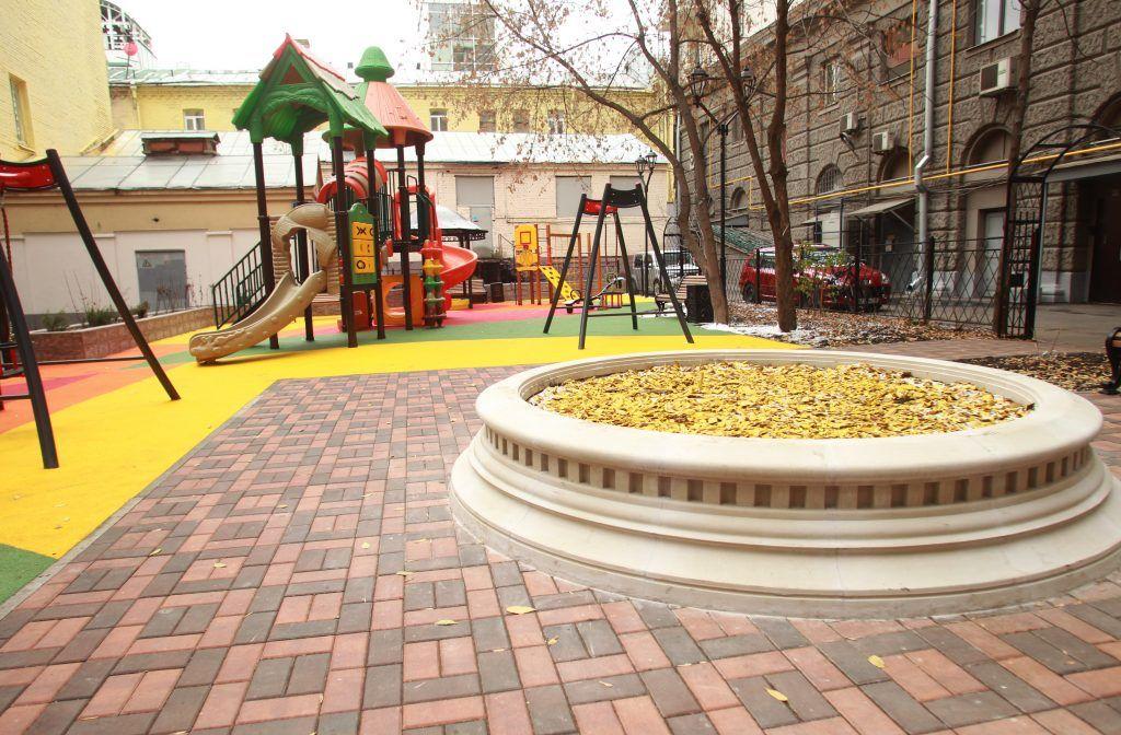 1 ноября 2019 года. Двор стал уютным и комфортным для взрослых и детей. Фото: Наталия Нечаева, «Вечерняя Москва»
