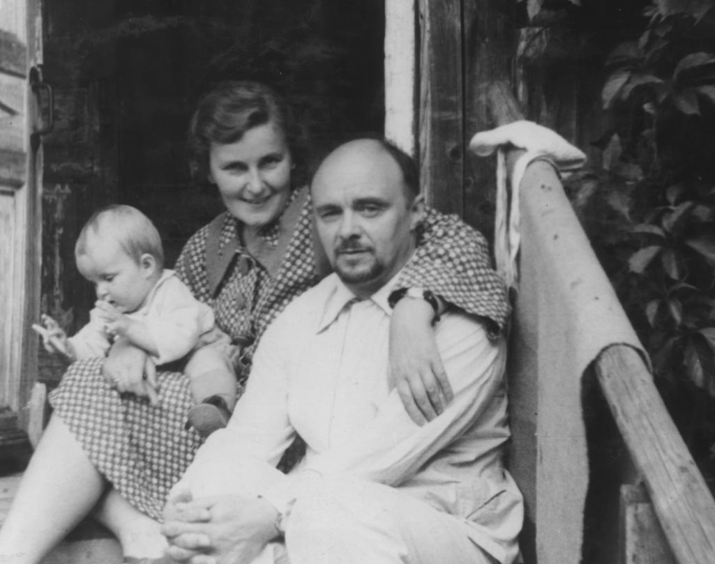 Николай Доллежаль в семье, с женой Александрой Григорьевной и дочерью Наталией. Фото: из личного архива