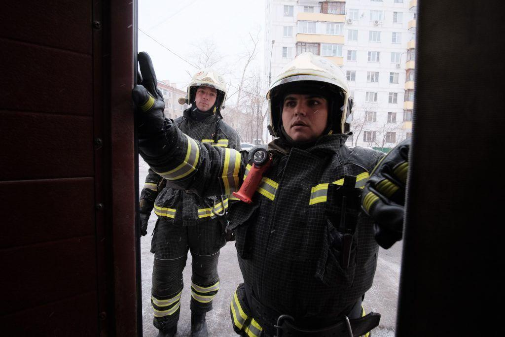 МЧС спасло 23 человека из пожара в центре Москвы