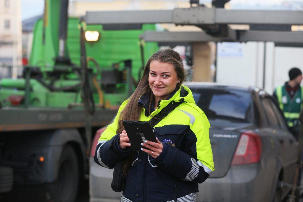 Более двух тысяч машин с иностранными номерами эвакуировали в Москве за 10 месяцев