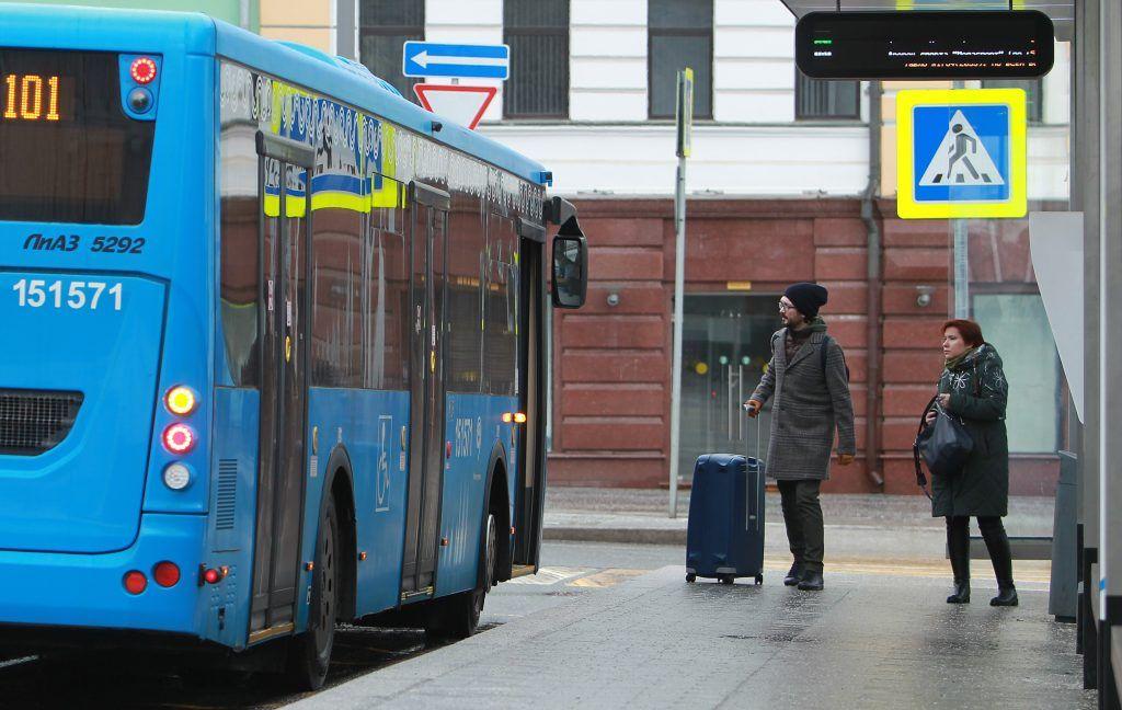 Москва ремонтировала автобусные остановки более 60 тысяч раз за год