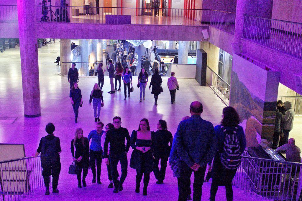 Посетители «Ночи искусств» смогли посмотреть фильмы и послушать лекции об экологии в Новой Третьяковке. Фото: Алена Наумова