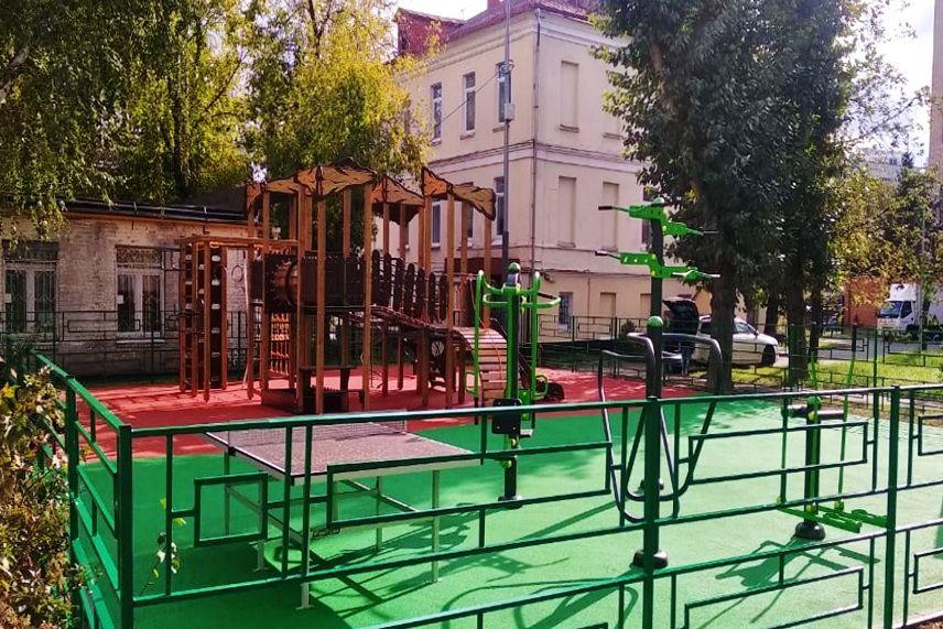 Итоги работ по благоустройству территорий на средства платных парковок озвучили в районе Якиманка