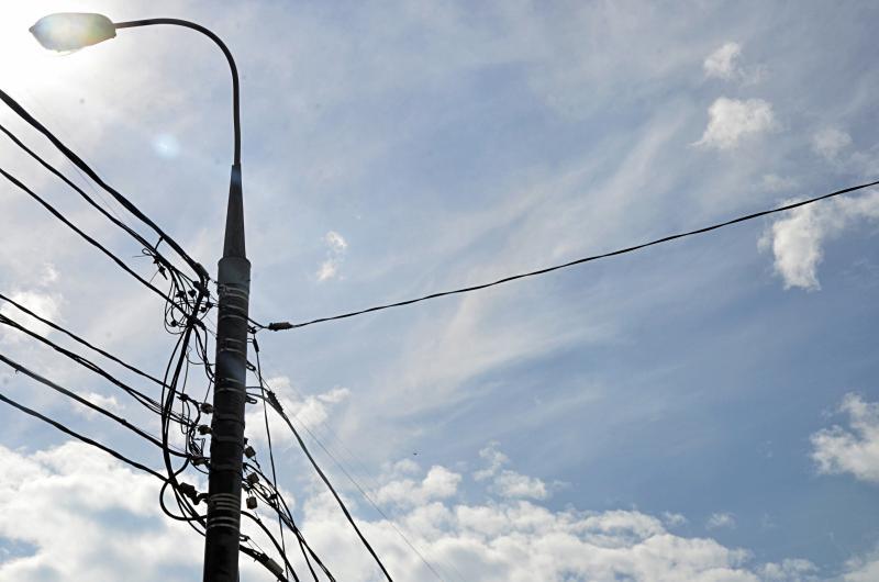Плановую уборку листовок со столбов провели в Мещанском районе