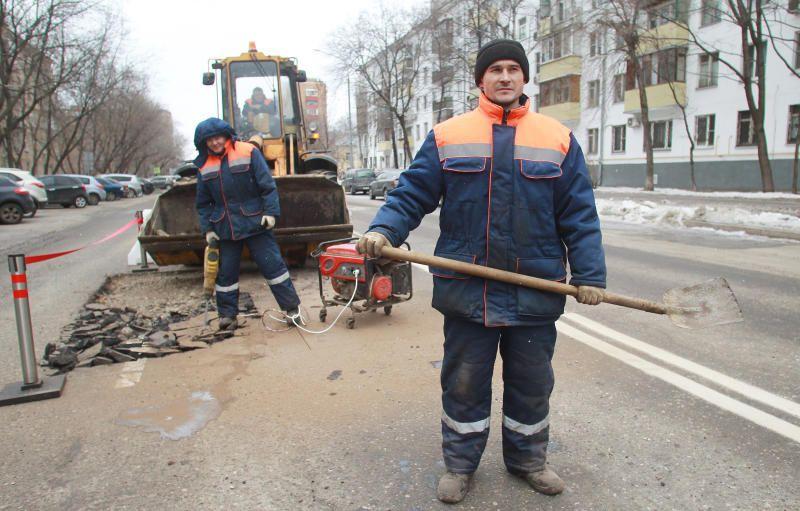 Асфальт отремонтировали по двум адресам Мещанского района