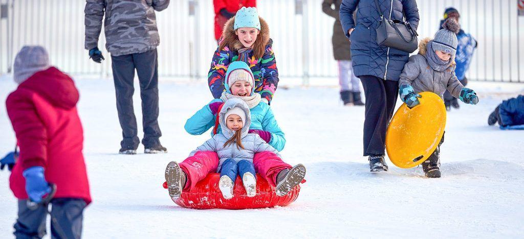 Снежные и ледяные горки откроют в парках Центрального округа