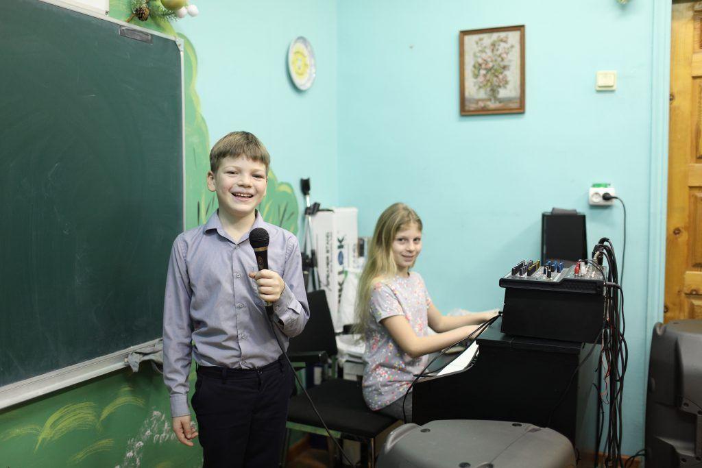 Юных жителей Пресненского района учат читать стихи