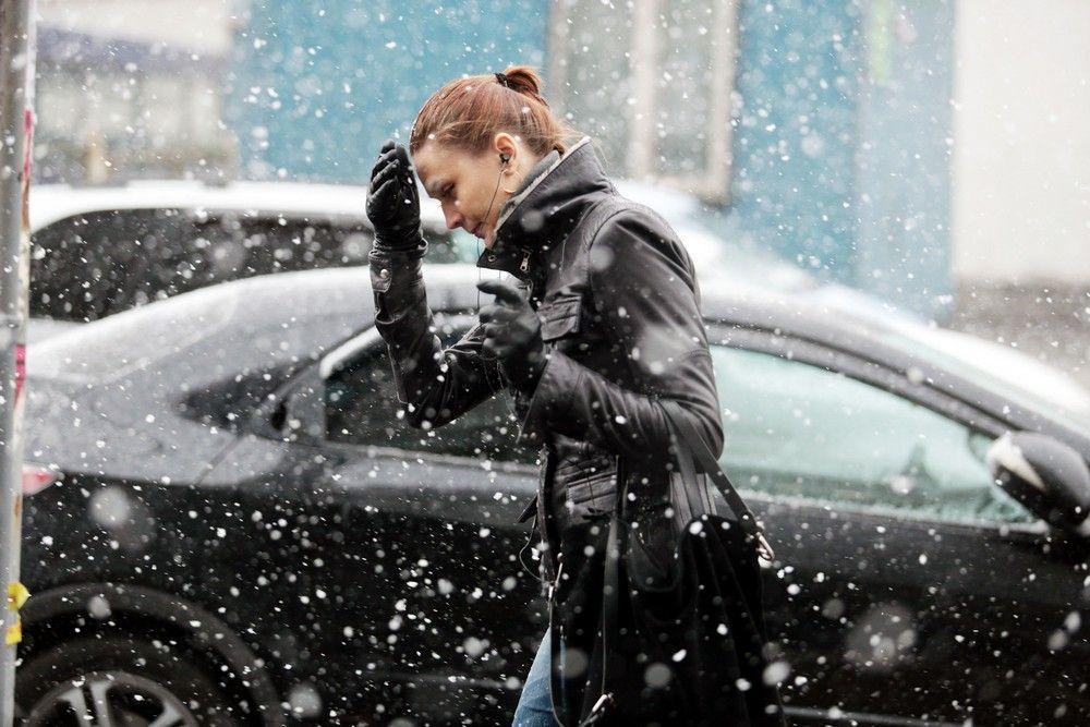Потепление и снег предсказали в Москве на выходных