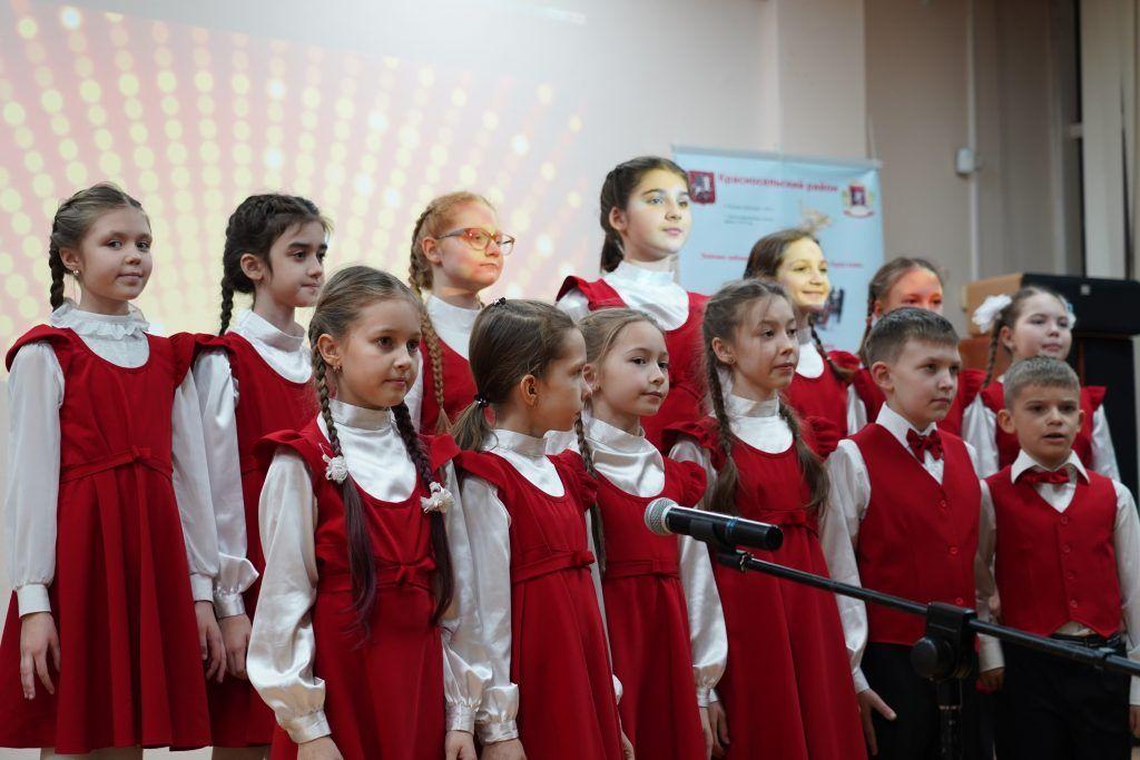 Новогодний праздник организовали для инвалидов и ветеранов Красносельского района