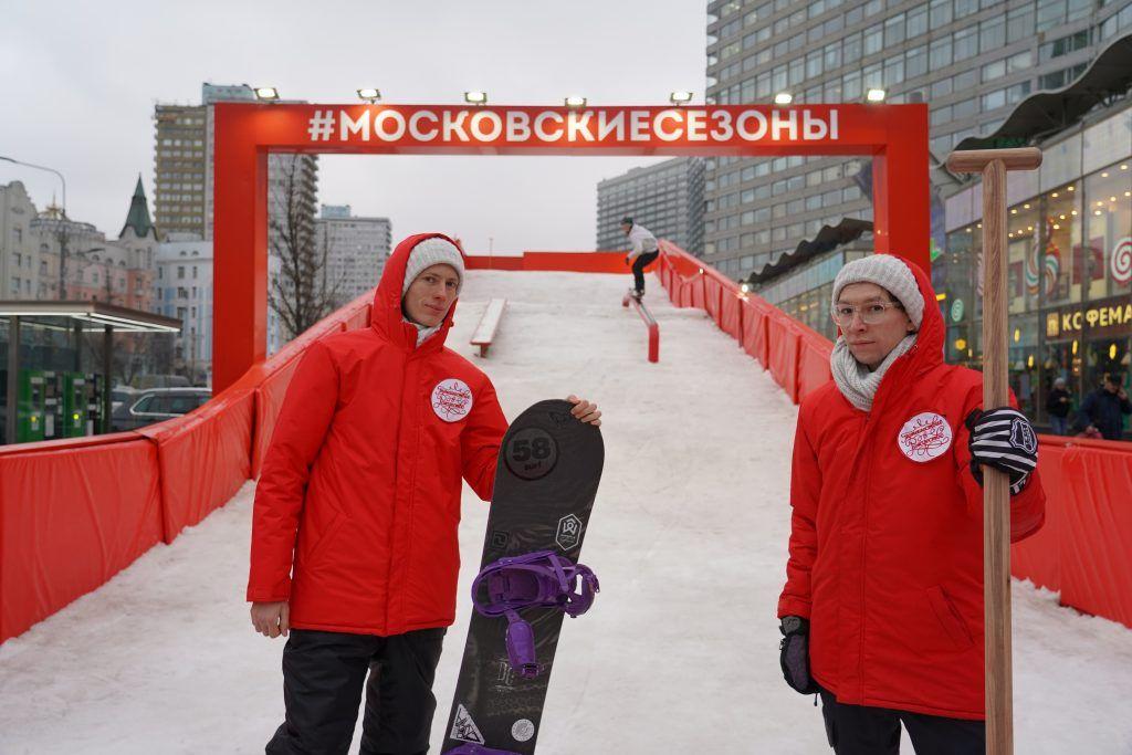 Снег сноуборд-парка обновляют ежедневно. Фото: Денис Кондратьев