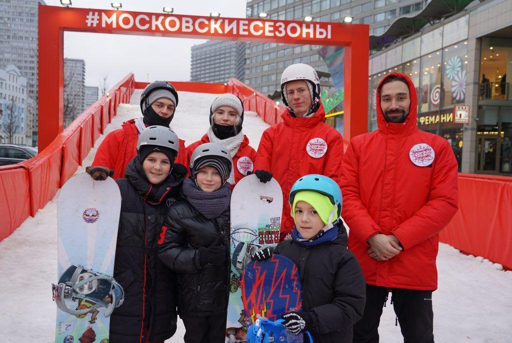 Мастер-классы по сноубордингу проводят на Новом Арбате. Фото: Денис Кондратьев