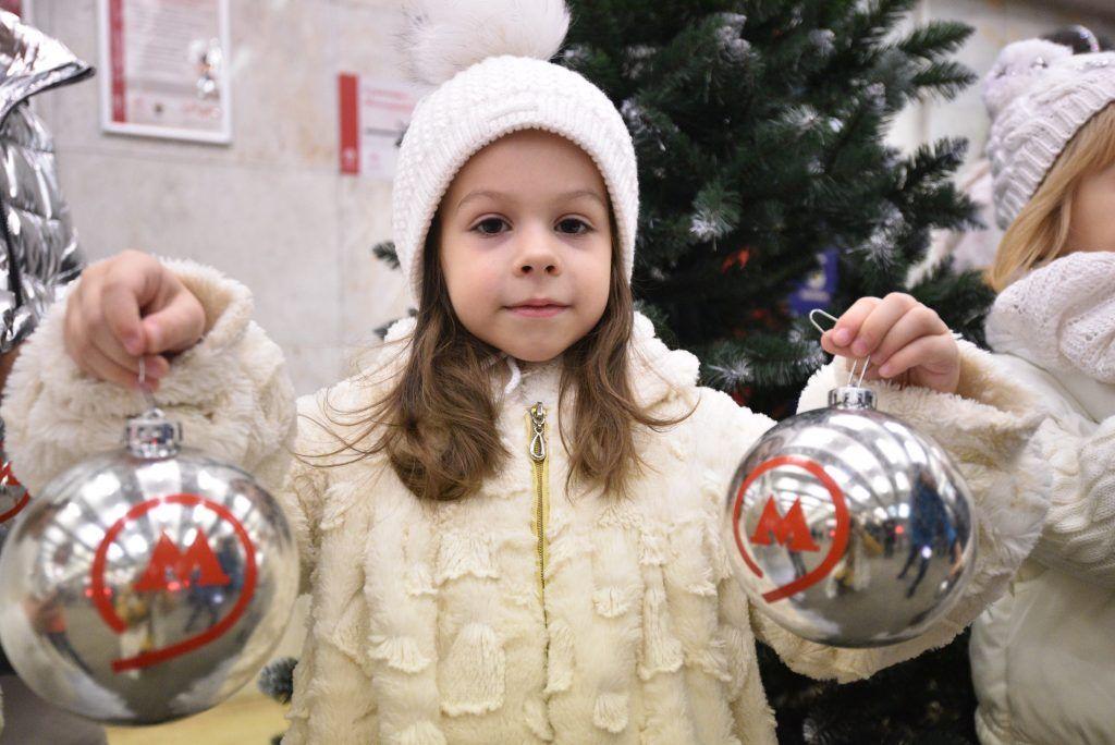 Москва украсит метро и МЦК перед Новым годом