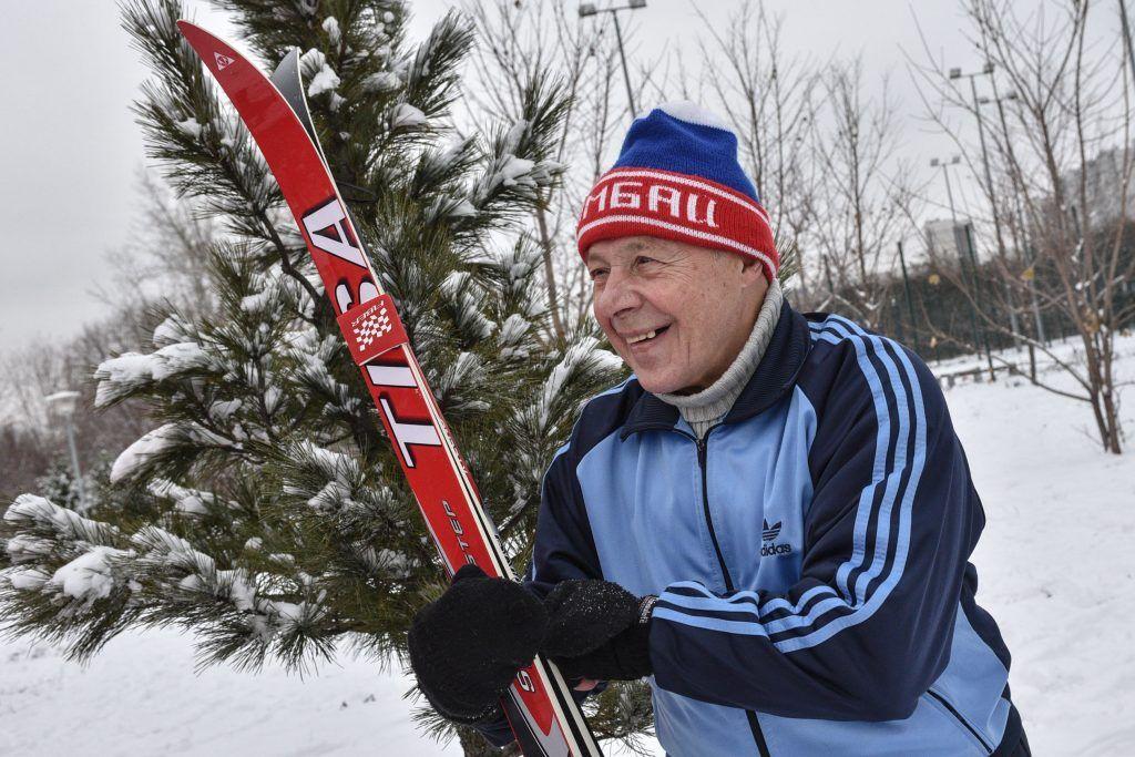 Участникам «Московского долголетия» рассказали, где можно покататься на лыжах