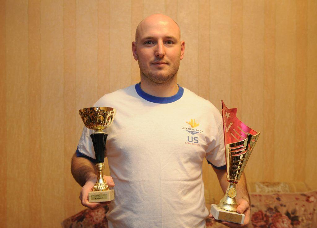 Алексей Юнин с кубками. Фото: Игорь Генералов