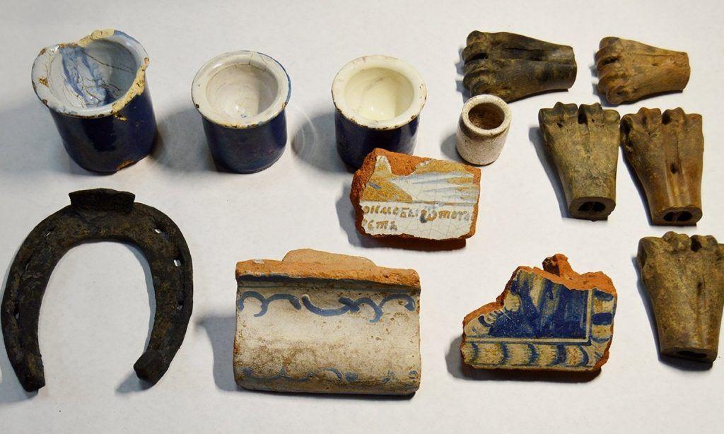 Свыше 900 предметов быта обнаружили на Москворецкой набережной