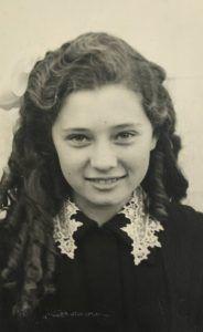 Двенадцатилетняя Елочка. Фото из личного архива