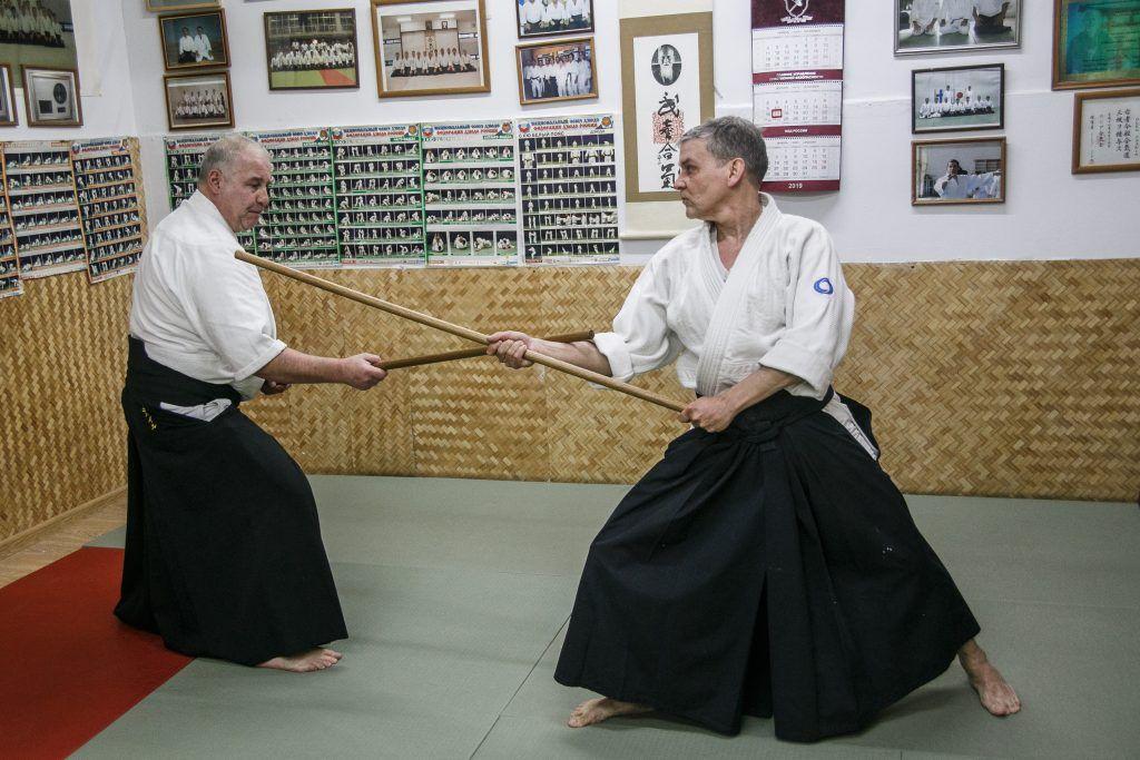 Дети и взрослые осваивают японские боевые искусства