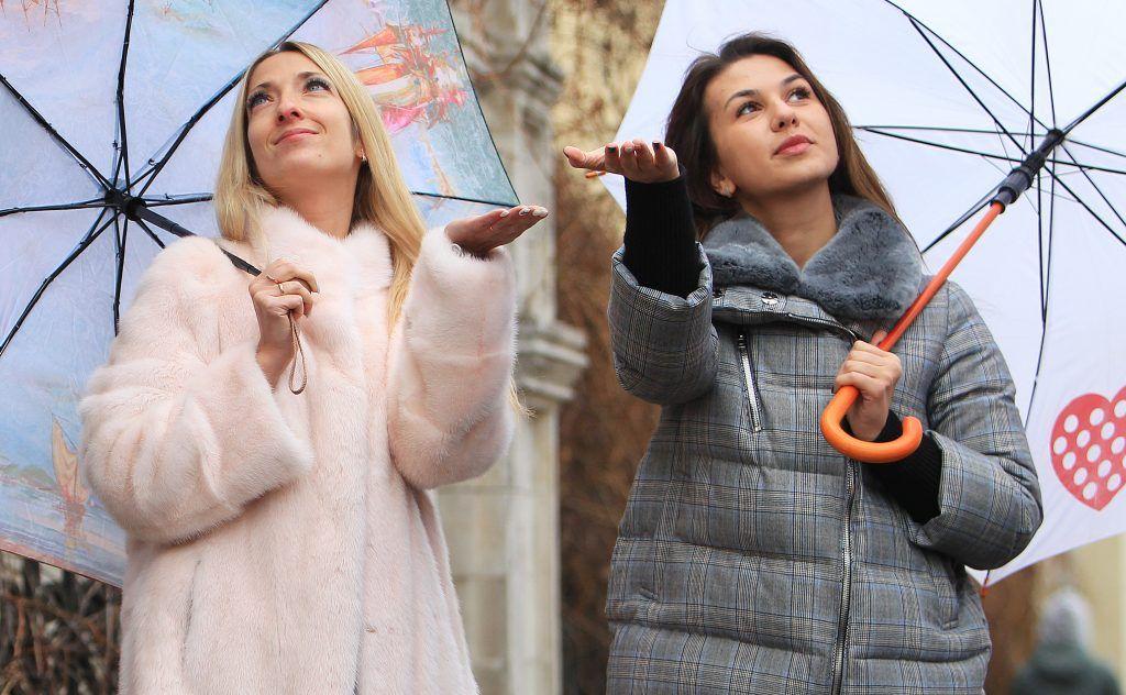 Москвичей ожидает дождливое завершение выходных дней