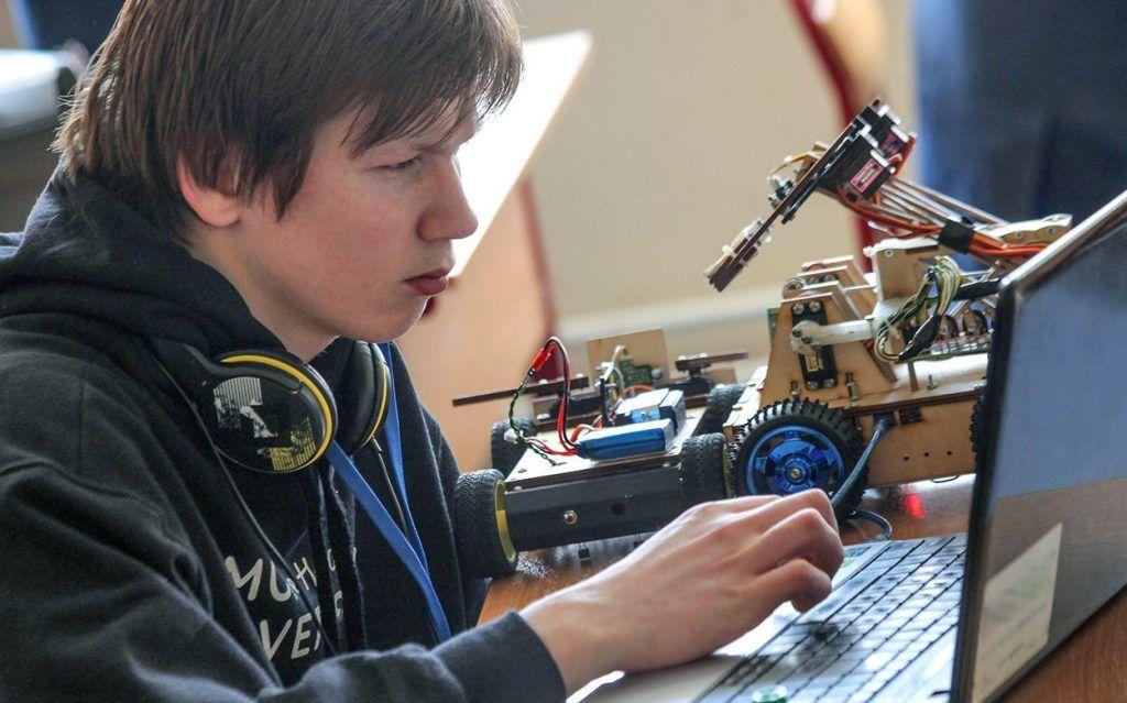 Бои роботов организовали в школе №2107