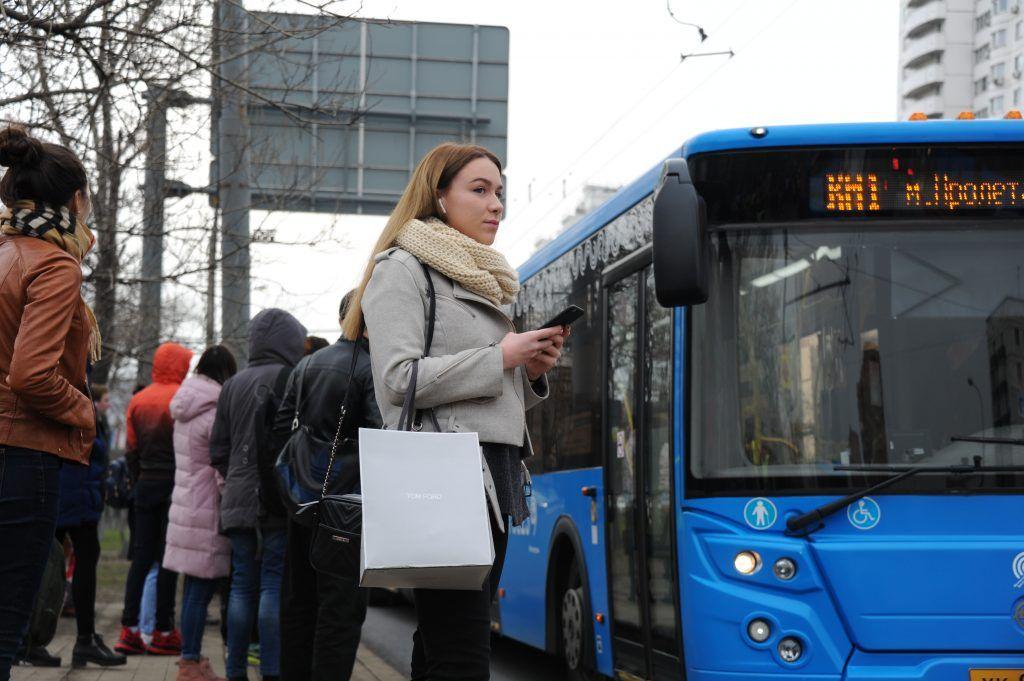 Московские автобусы запустили акцию «Голос пассажира» к праздникам