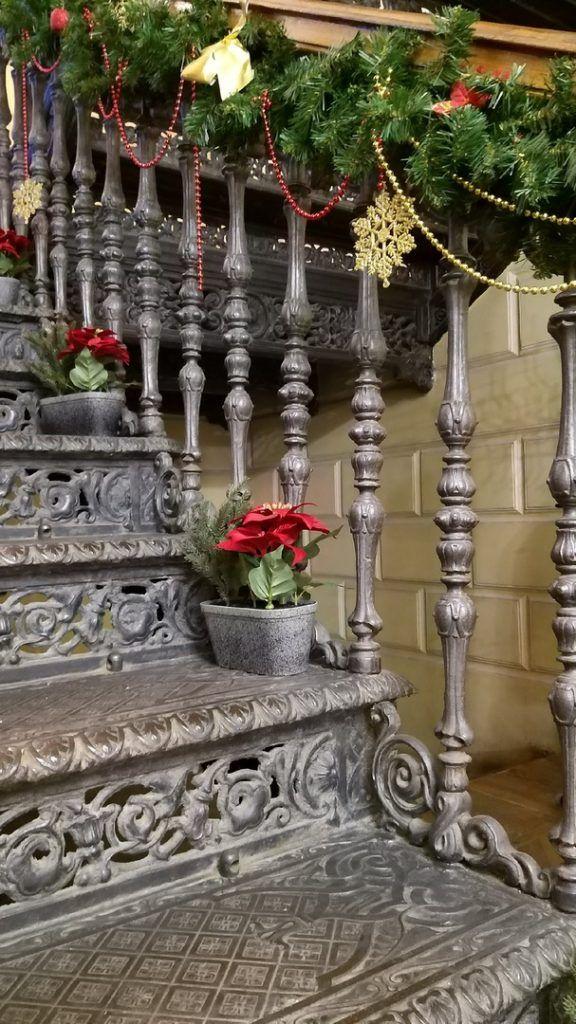 Чугунная лестница сохранилась со времен семьи Мамонтовых до наших дней. Фото: Ирина Кошелева