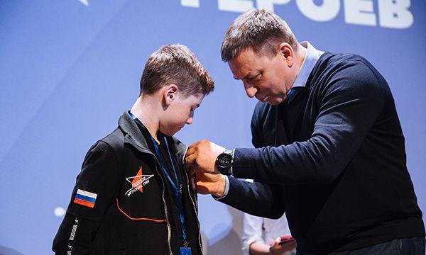 По инициативе МГЕР 36 юных героев получили медали