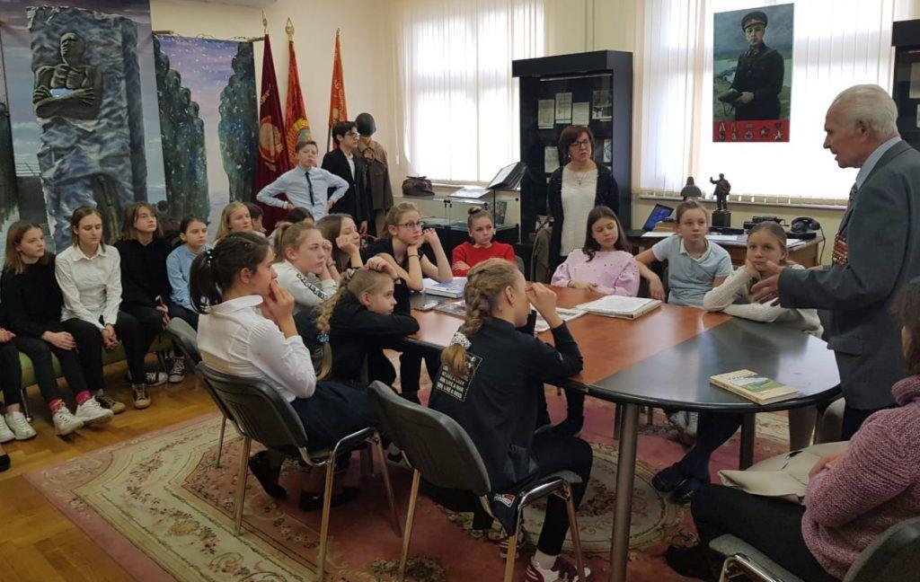 Активисты Молодежной палаты Басманного района провели встречу с ветераном