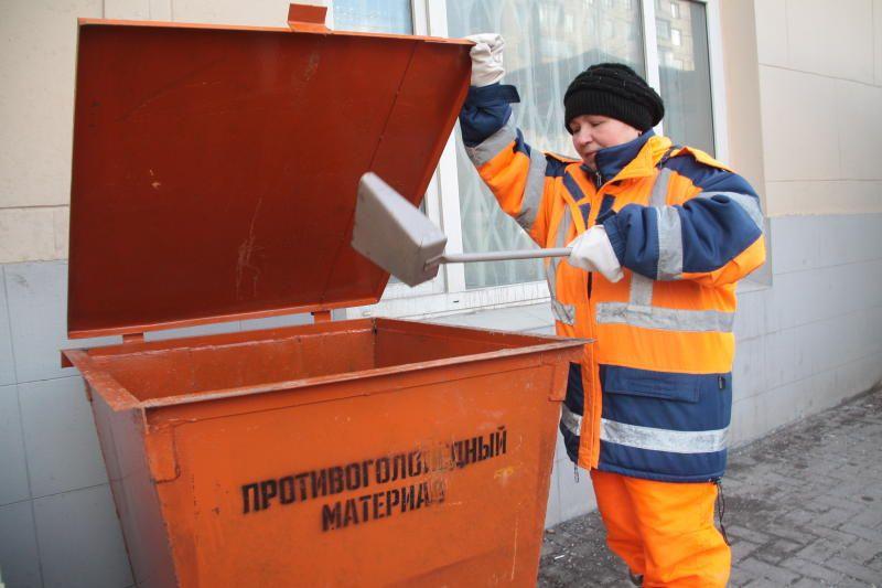 Сотрудники «Жилищника» подготовили 300 тонн противогололедных материалов в Мещанском районе