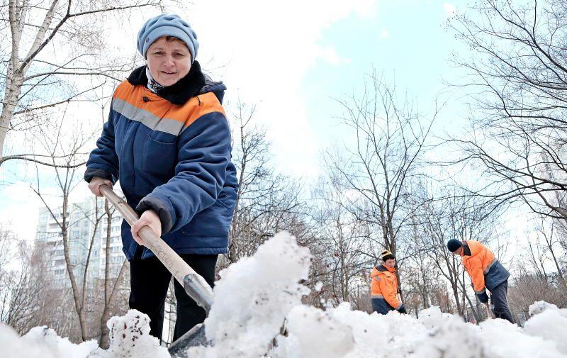 Улицы Пресненского района очистили от снега 600 человек