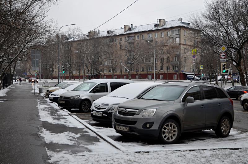 Москвичи смогут бесплатно воспользоваться парковкой в новогодние праздники