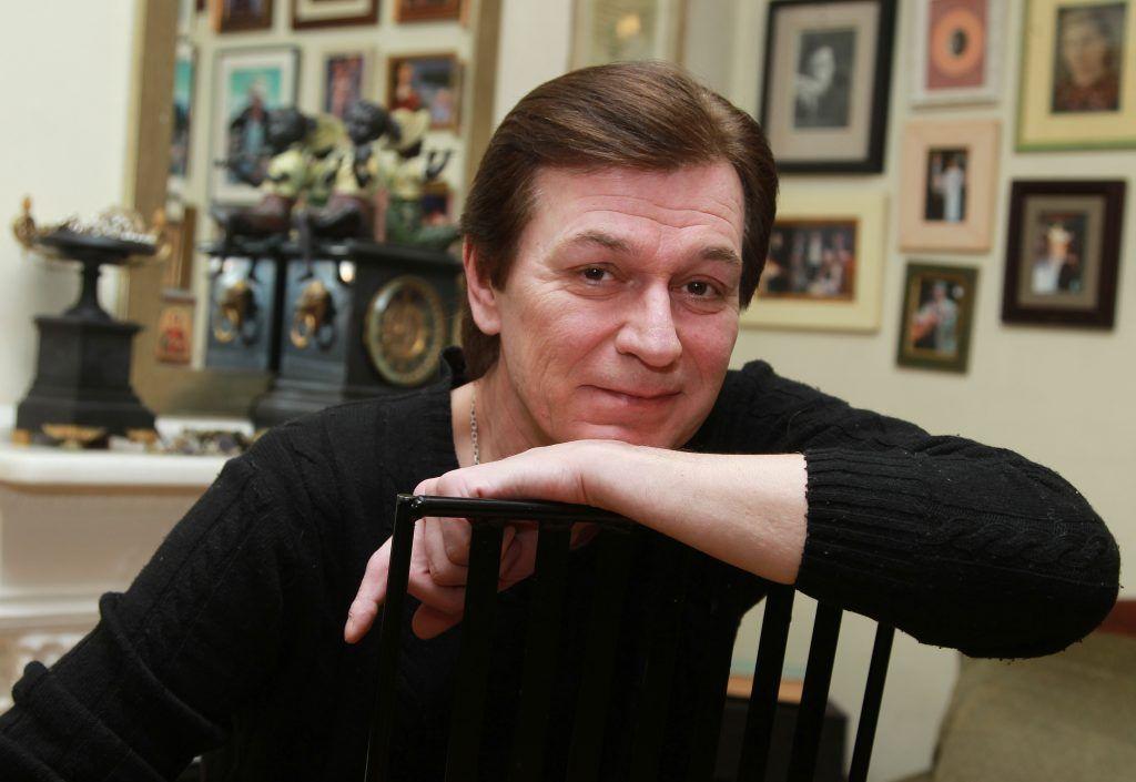 — Очень люблю центр Москвы, ее особый колорит, архитектуру, колокольные звоны. Я живу возле Елоховской церкви. А Арбат с его переулками — наша альмаматер. Его любят вахтанговцы всех поколений.