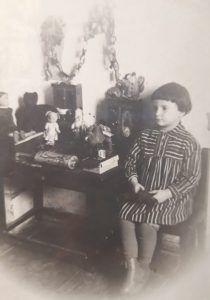 1936 год, Москва. Дедушка и бабушки воспитали в Юлии честность и порядочность. Фото из личного архива