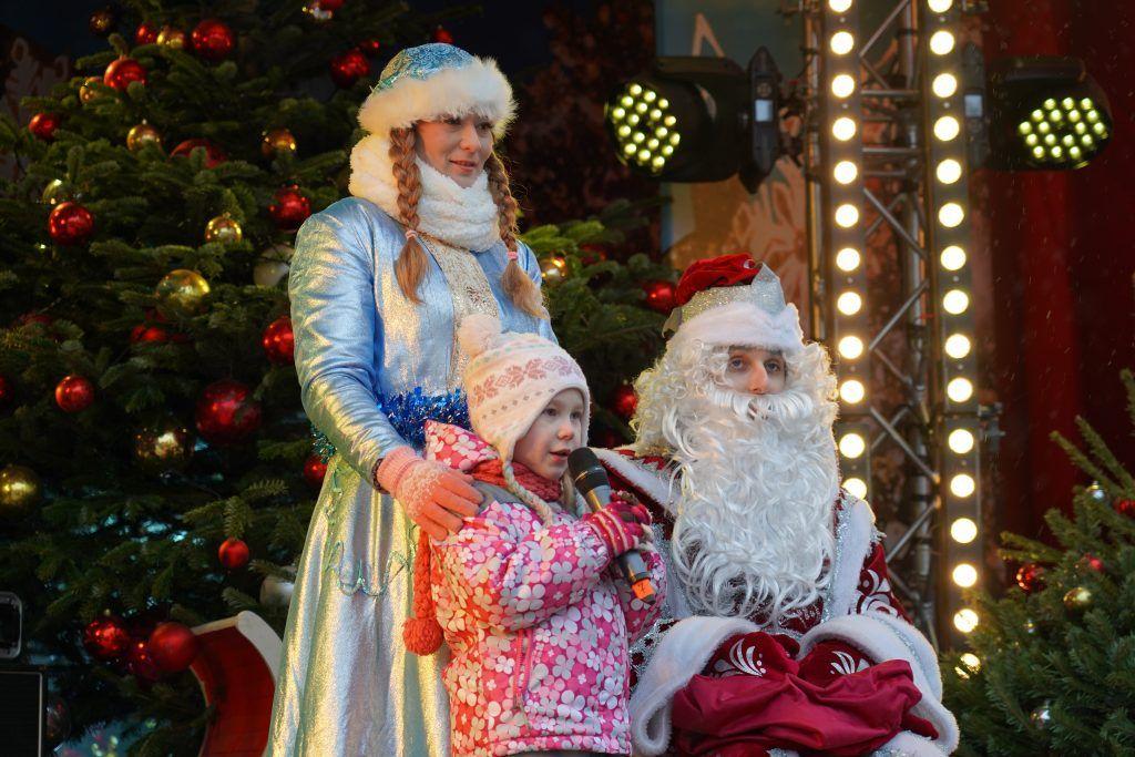 Дети прочитали стихотворения Деду Морозу на площадке фестиваля «Путешествие в Рождество»