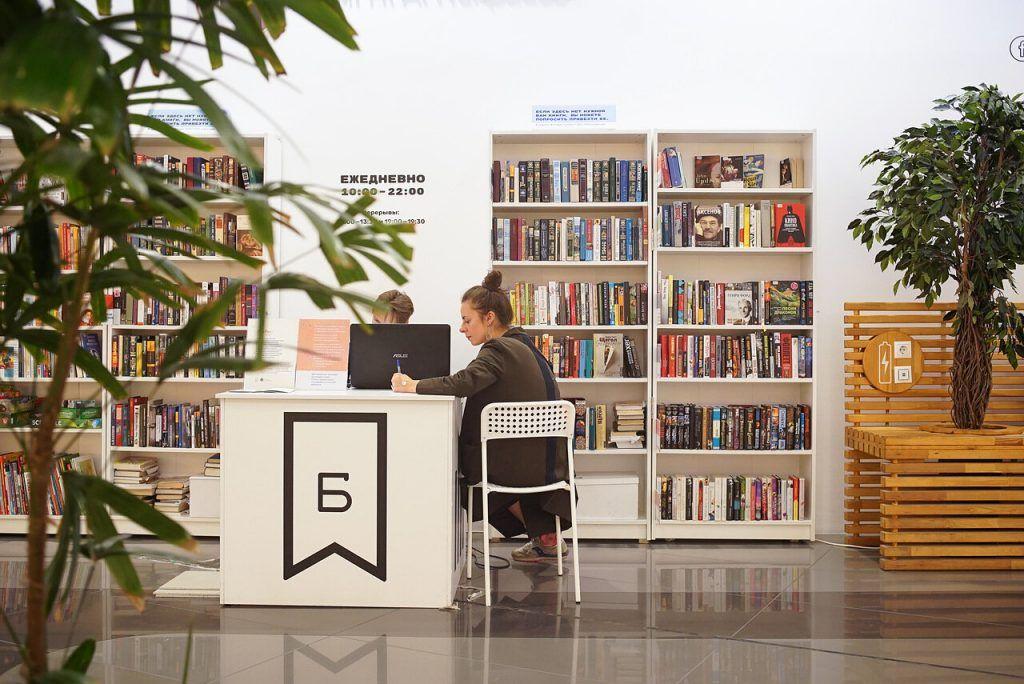 Доставка книг роботами и круглосуточная библиотека: Некрасовка вступила в новое столетие