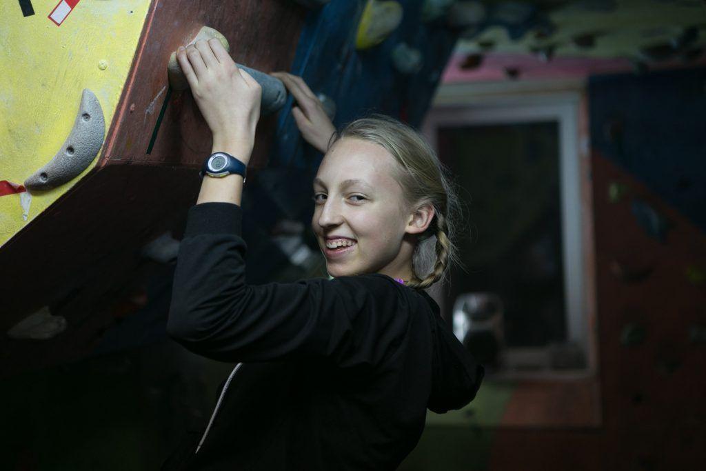 Лиза Соловьева занимается скалолазанием около полугода. Фото: Михаил Подобед