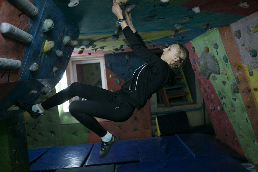 Лиза Соловьева научилась проходить сложные трассы. Фото: Михаил Подобед