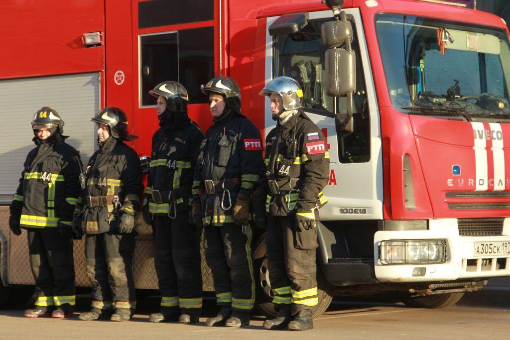 Около 200 студентов и сотрудников эвакуировали из задымленного здания МГУ
