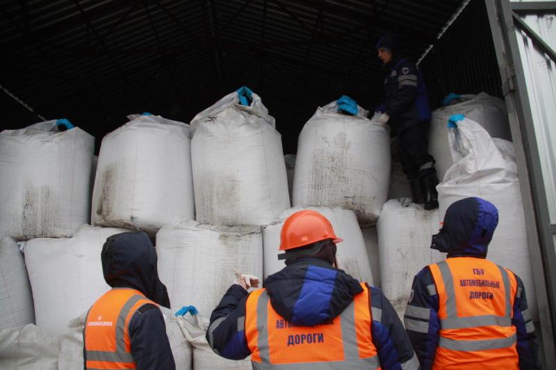 Более 30 контейнеров для хранения противогололедных материалов установили в районе Арбат