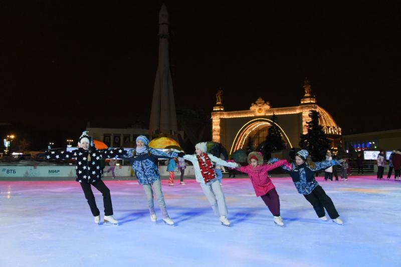 В новогодние дни Москву по приглашению мэра посетили дети из 17 регионов России. Фото: Владимир Новиков, «Вечерняя Москва»