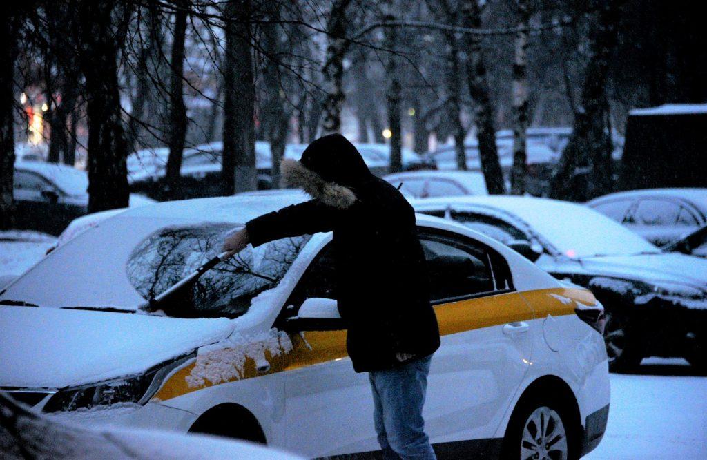 Водителей Москвы предупредили о погоде и пробках в пятницу вечером