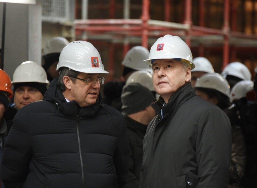 Генеральный директор компании-подрядчика АО «Мосинжпроект» Марс Газизуллин и мэр Москвы Сергей Собянин